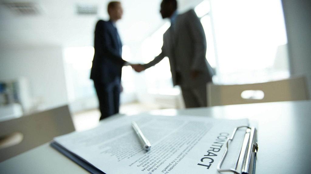 نکاتی که هنگام عقد قرارداد با وکیل کیفری باید رعایت کنید