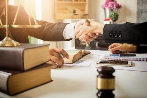 یک وکیل حقوقی قابل اعتماد چه وکیلی است؟